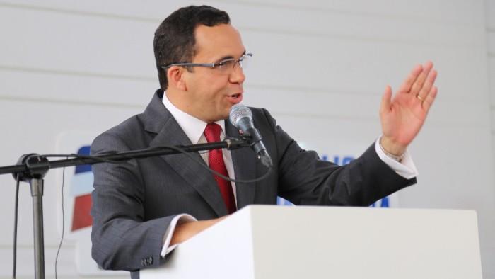 Resultado de imagen para foto ministro de educación Andrés Navarro